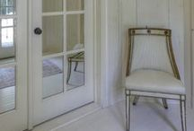 Halls, Foyers and Entryways / Never neglecting small spaces, rather making big impact