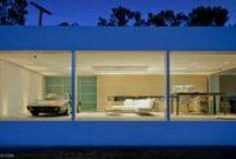 Garage-Car-House / 車やガレージハウスの写真。