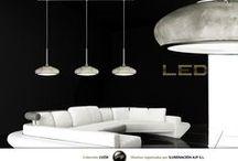 Colección Luzía / La colección Luzía, viste tres acabados muy reconocibles en la alta decoración como son el  nácar, el pan de plata y el mosaico irisado. Esta luminaria LED disponible en 1 y 3 luces es ideal  para iluminar los diferentes rincones de su hogar.