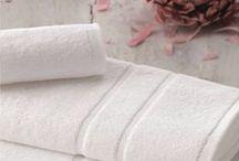 Textil para baño Resuinsa / Toallas, Albornoces, Zapatillas, Cortinas de Ducha... todo el textil de baño necesario para un hotel de alta calidad.