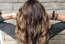 Ombre Hair / De trend van 2015. Ombre haarkleuring, door de punten een andere kleur te geven, creëer je een speels effect.
