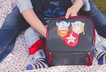Bolsas Térmicas / Ideal para la guardería y los viajes. Para guardar la comida y las bebidas frías o calientes. Medidas: 20,5 x 12,5 x 23 cm.