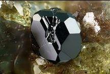 Magnetite / Oxydes multiples, Sous-groupe Fe : Magnétite, Franklinite, Jacobsite, Magnesio-ferrite, Trevorite, Brunogeierite