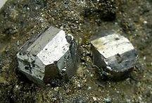 Cobaltite (groupe) / Sulfures/Arséniures/Séléniures/etc : Cobaltite, Gersdorffite, Ullmannite, Willyamite, Tolovkite, Platarsite, Irarsite, Hollingworthite, Michenerite, Maslovite, Stibiopalladite