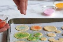 Holiday Cookie Decorating / Holiday cookie decorating at its best! All the different ways to make festive cookies :)