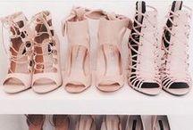 < Shoes & Heels >