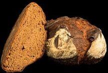 Pan Joven / Nuestros Panes Jóvenes pasan por un tiempo de fermentación de hasta 12 horas como máximo. Presentan una buena textura, una corteza fina y un buen volumen, muy regular. La miga del Pan Joven es blanca y presenta alvéolos medios. Una vez cocido, se conserva por un período de tiempo más corto que en el caso de los Panes Cuvée y Grand Cuvée.