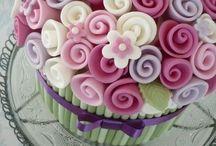 Cakes / by Maria Victoria Campo