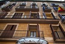 Hotel Arc La Rambla / Check all the services we offer in our hotel in the center of Barcelona: free internet, safety box, complete bathrooms, buffet breakfast...