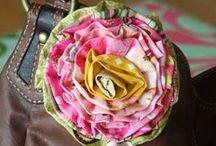 DIY | Blüten aus Papier & Stoff