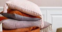Coussin - Cushion : idées déco sur MonDesign.com / Le coussin, accessoire de décoration par excellence donne du style à votre intérieur à petit budget. Pour changer d'atmosphère et de décoration, le changement de coussins suffit à donner un nouveau souffle à une pièce. Découvrez notre sélection de coussin à déposer sur votre canapé, sur votre lit dans une chambre ou même sur une étagère. Des coussin en velours, à pompons ou à frange il y en a pour tous les goûts !