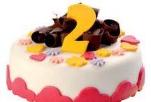 Dětské dorty / Vítejte v kategorii dětských dortů, kde pro Vás máme připraveno několik nápadů na dorty pro Vaše děti. Vyrábíme dětské dorty níže uvedených tvarů a rozměrů, můžeme je i skládat do 1 – 2 pater na sebe. Protože se oslavy obvykle účastní více osob, a vždy platí více lidí = více chutí, můžete každé patro nechat vytvořit z jiného dortu a mile takto překvapit.