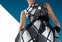 BLACK, WHITE & GRAPHIC / Du damier, des rayures, des losanges, des zébrures - tout motif en tout genre but Black, White & Graphic.