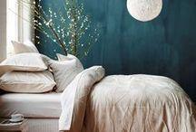 Chambres petites et originales / Décorer et habiter une petite chambre, parfois minuscule, demande créativité et astuces. Avec originalité, il est possible créer son cocon dans quelques mètres carrés. Belle visite !