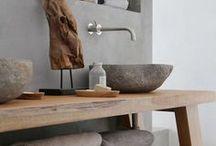 Salles de bain atypiques / De belles salles de bain atypiques, imaginées comme un univers à part entière. Diy, recyclage, utilisation du bois et de meubles anciens, astuces pour gagner de la place et originalité folle !