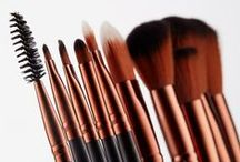 Make-up Brushes / Achieve complexion perfection with our selection of super soft make-up brushes.   We didn't think it was fair to shave animals for the sake of beauty, so Nude by Nature has chosen to use only the highest quality synthetic fibres for our make up brushes which perform just as well as natural hair.
