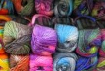 Poems Chunky / Poems Chunky is a 100% wool roving yarn featuring artistic colors which shade easily from one color to the next. Perfect for sweaters, scarves, hats, and more --- and it felts like a dream!