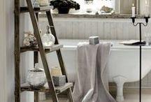 en-suite bathroom / Hotel style, shades of black