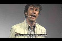 Stefan Sagmeister / Diseñador gráfico y director de arte austriaco. Ha sido nominado cinco veces a los premios Grammy y finalmente ganó uno por el set-box de Talking Heads. En 2001 publicó un libro en donde compila todos sus trabajos llamado Made You Look.