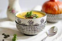 Rezepte: Suppen / Gerade in der kalten Jahreszeit komme ich um eine köstliche Suppe einfach nicht herum. Lasse dich hier von warmen Rezepten inspirieren und von Kürbis-, Käse- oder Süßkartoffelsuppe überzeugen.