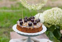 Inspiration: Kuchen & Blumen / Herrlichen Torten und Kuchen mit wunderschöner Blumendekoration - bei diesem Anblick geht das Herz auf!
