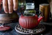 Inspiration: Teezeit / Es muss immer wieder die Zeit für eine gute Tasse Tee sein. Ich liebe die Inszenierung von Teetassen aller Art und sammle auch gern Rezepte rund um einen gemütlichen Nachmittag mit Tee und Gebäck.