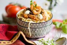 Rezepte: Pasta / Spaghetti, Fetuccine, Nudeln, Lasagne... Hauptsache Pasta! Hier finden sich leckere Pasta-Rezepte für jede Gelegenheit. Von der One-Pot-Pasta, über vegane Varianten bis hin zur klassischen Bolognese.