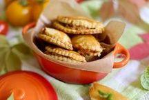 Rezepte: Snacks und Fingerfood / Partysnacks, egal ob süß oder herzhaft, sind immer eine tolle Idee. Für Geburtstage, Kinderfeiern oder zur nächsten Grillfeier - Snacks und Fingerfood in allen Varianten sind eine schöne Idee und lassen Platz für ganz viel Vielfalt am Buffet.