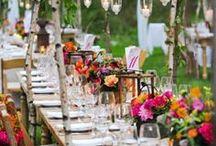 DIY: Tischdekoration / Schöne Ideen für Tischdekorationen zur Hochzeit, für Geburtstagsfeiern oder im Alltag. Mit Blumendekoration, Serviettentechnicken oder kleinen Dekoelementen lässt sich ein schöner Anblick kreieren. Selbstgemachte Serviettenringe, Tischkarten oder Menükarten bilden einen runden Abschluss.