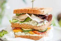 Rezept: Sandwich / Für eine leckere Abwechslung in der Mittagspause findet ihr hier passende Rezepte für euer Sandwich. Die normaler Butterstulle hat ausgedient! Zum Lunch warten nun köstliche Aufstriche, frisches Brot und mehr. Ein Sandwich ist immer nicht gleich Sandwich, nicht wahr?