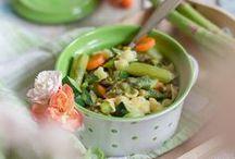 Rezepte: Spargel / Frühlingszeit ist Spargelzeit. So kurz die Spargel-Saison auch ist, umso mehr können wir sie mit leckeren Gerichten genießen. Entdeckt hier einige herzhafte Rezepte rund um den Spargel - egal, ob aus dem Ofen, als Salat oder im Risotto. Spargel macht überall eine gute Figur.