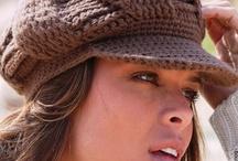 Bonnet grande taille femme pour tous les styles / Choisissez votre bonnet grande taille en fonction de la forme de votre visage et votre coupe de cheveux parmi de nombreux modèles. / by Mode Grande taille