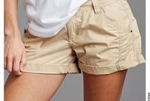Short grande taille femme / En été comme en hiver le short se décline en couleurs en matières pour s'adapter aux saisons. Voici une sélection de short femme ronde au look actuel. / by Mode Grande taille