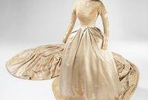 Wedding dresses (historical) / Brudekjoler, hvoraf nogle stammer fra Nationalmuseets samlinger.