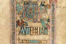 Livre de Kells / Réalisé vers l'an 800 de notre ère, le livre de Kells – qui dépeint les 4 évangiles du Nouveau Testament – est sans aucun doute l'œuvre majeure de l'enluminure insulaire et l'un des plus remarquables vestiges de l'art religieux médiéval.