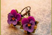 ,,VIOLET - VIOLET - VIOLET,, / Fialka - fialenka, voňavá májová květinka zpodobněná na tisícech obrazů a opěvovaná v mnoha písničkách. První kytička fialek patřila vždycky mé mamince, patří i doposud, i když ji už dvanáct let nosím na hřbitov.......