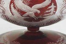 """CZECH GLASS EGERMANN / Friedrich Egermann (1777-1864), enameller & pozlacovač; vynalezl lithyalin sklo (1828), žlutý (c 1820), červený (c 1840) a různé emaily. Později se stěhoval do Haida (Nový Bor). Anton Ambrosius Egermann (1814 - 1888) , syn Friedricha, převzal společnost po smrti svého otce. Významné je jeho historické smaltované sklo, pracoval též (1873-1878)pro J & L Lobmeyr ve Vídni (kusy označeny obou Egermann """"kotva a 3 hvězdičky"""" a logem Lobmeyr)."""