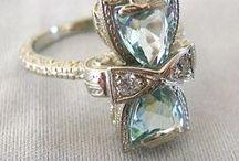 ,, AQUAMARINE ,, / ... pro moji kamarádku Zdeničku, dceru ze mlýna na řece Svratce, která nosila krásný šperk s tímto kamenem ... všechno vzal čas, kde že je ona i její prstýnek ... starý mlýn je prázdný a opuštěný...