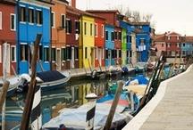 Benátky / Benátky - město romantických kanálů a gondol.