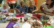 Koken | Op Stoom / Bij Op Stoom koken we graag aan tafel. Kinderen op eigen wijze laten ontdekken wat eten wel niet teweeg kan brengen. We 'koken op leeftijd': ieder kind kan op zijn manier bepalen wat te doen met die kromme komkommer, dat kriebelige zeewier of het glibberige garnaaltje.