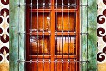 """Od dveří k oknu / """"Každé dveře jsou zároveň vchodem i východem"""""""