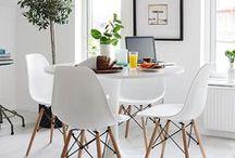 Dáme si do bytu.... /  .....do bytu dáme si vázu   do vázy kytici, pod vázu stůl.  Ke stolu židli, kdo židli má bydlí,   každý kdo bydlí má starostí půl.