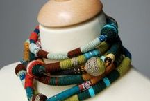 Fiber Art • Embroidery • Crochet • Weaving •  Tating • Freeform / Garn • Faden • Kunst • Gewebt • Geknüpft • Gestickt • Gehäkelt •  Gewebe