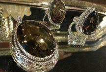 C r y s t a l  T r e a s u r e s / A treasury of handcrafted Indian jewels.
