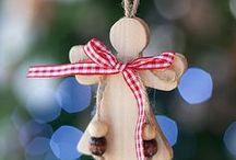 Χριστουγεννιάτικα στολίδια / Χριστουγεννιάτικα στολίδια, μπάλες, φωτάκια και άλλα διακοσμητικά αντικείμενα.