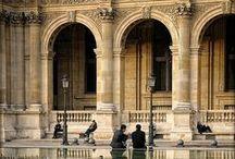 Palais du Louvre / Louvre palace / Depuis la fin du XIIe siècle, les bâtiments du Louvre dominent le cœur de Paris ; situés aux limites de la ville, ils ont été peu à peu rattrapés par elle puis englobés en son centre. Dans le même temps, la sombre forteresse des débuts effectuait sa mutation pour devenir la résidence modernisée d'un François Ier puis le somptueux palais du Roi-Soleil. C'est l'histoire de cet édifice et du musée qui à partir de 1793 en a occupé les salles que nous vous proposons d'explorer.  / by Musée du Louvre