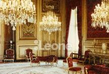 """Appartements Napoléon III / The Napoleon III Apartments. / Le Louvre de Napoléon III s'enorgueillissait de ses somptueux salons de réception. Ceux des Tuileries ont malheureusement disparu. Mais ceux du ministère d'État, inaugurés en 1861 dans l'aile Richelieu, déploient encore leurs ors, stucs, marbres, bronzes, soies et velours. Sans oublier leurs plafonds peints d'un riche décor. Parallèle aux petits salons, la galerie d'introduction mène au grand salon (au """"salon-théâtre""""), à la petite salle à manger et, enfin, à la grande salle à manger. / by Musée du Louvre"""