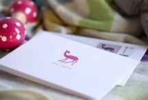 Geburtskarten Mädchen / Hochwertige Geburtskarten für Mädchen – von rosa bis hin zu fröhlich kunterbunt oder mit hochwertigen Prägungen verziert.