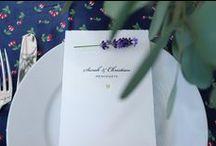 Tischpapeterie / Verzaubern Sie Ihre Gäste mit einer eleganten und abgestimmten Hochzeitstafel. Die schlichte und hochwertige Tischpapeterie von CARTE ROYALE kann auch farblich auf Ihre Blumendekoration abgestimmt werden. Onlineshop: www.carte-royale.com