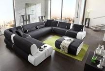 TIME / Modułowa kolekcja TIME marki NewLook daje niemal nieograniczone możliwości  projektowania zestawu wypoczynkowego. Ponad dwadzieścia elementów można łączyć w dowolny sposób. Zależnie od sytuacji oraz liczby gości z dużego fotela i dwóch sof można złożyć duży zestaw wypoczynkowy, a wolnostojącą leżankę połączyć z sofą w wygodny narożnik.